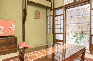 一棟貸切の京町家居間